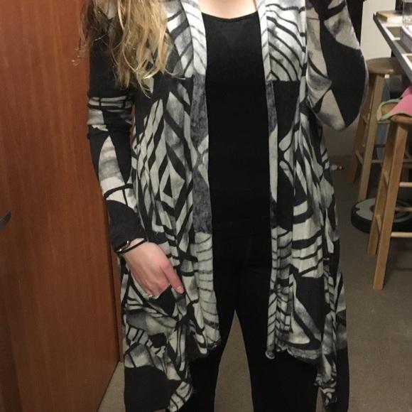 Billabong Sweaters - Billabong patterned high-low cardigan (L)